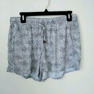Black & white Old Navy drawstring summer shorts M